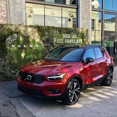 Learn about the 2020 Volvo compact crossover luxury SUV. Crossover Suv, Volvo Cars, Lamborghini Cars, Top Luxury Cars, Luxury Suv, Jeep Cherokee Srt8, Carros Vw, Cars Usa, Root Beer