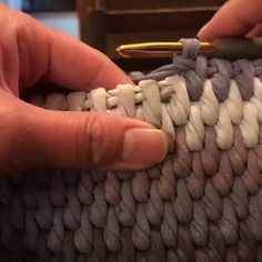 Most current Free Crochet basket videos Tips Looks like it would be good for crocheting baskets Diy Crafts Crochet, Crochet Home, Crochet Projects, Free Crochet, Learn Crochet, Crochet Carpet, Crochet Birds, Crochet Bear, Crochet Tutorials