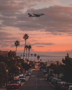 Airbus departing out of Los Angeles intl. Airport during sunset Images Esthétiques, Nature Architecture, House Architecture, Beautiful Pictures, Beautiful Places, West Coast Road Trip, California City, Venice Beach California, California Travel