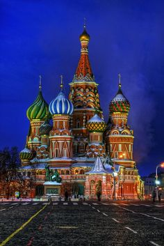 Moscow - St Basil's Cathedral at Night..........I sooo want to actually be there and see this in person!! #moscowrussia