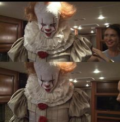 Bill Skarsgard Pennywise, Horror Movies Funny, Beverly Marsh, Pennywise The Dancing Clown, Scary Faces, Clowning Around, Memes, Stephen Kings, It Cast