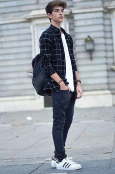 24 Cool Teen Fashion Looks For Boys In 2016 2019 Jake the unbuttoned collared shirt with a graphic tee underneath? The post 24 Cool Teen Fashion Looks For Boys In 2016 2019 appeared first on Outfit Diy. Trendy Mens Fashion, Teen Boy Fashion, Boys Fashion Style, Mens College Fashion, Guys Casual Fashion, Urban Style Outfits Men, Fashion Styles, Outfits For Teenage Guys, Boy Outfits