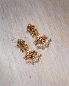 Jewelry Design Earrings, Gold Earrings Designs, Ear Jewelry, Bridal Jewelry, Gold Jewelry, Necklace Designs, Gold Bangles Design, Gold Jewellery Design, Gold Earrings For Women
