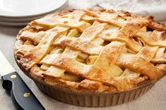 There is nothing more American than apple pie! And this delicious, classic homemade apple pie made with a lattice crust is a true winner! Classic Apple Pie Recipe, Perfect Apple Pie, Best Apple Pie, Perfect Pie Crust, Homemade Apple Pies, Apple Pie Recipes, Kenwood Cooking, Cooking For A Crowd, Diabetic Desserts