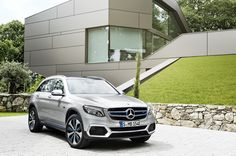 """Mercedes commits to hydrogen fuel with GLC F-Cell hybrid. """"The German auto giant announced at the just-convened Frankfurt International Motor Show that it would begin selling the GLC F-Cell in the US by late Mercedes Benz Autos, New Mercedes, Fuel Efficient Cars, Hydrogen Fuel, Carros Premium, Luxury Suv, Electric Cars, Courses, Fast Cars"""