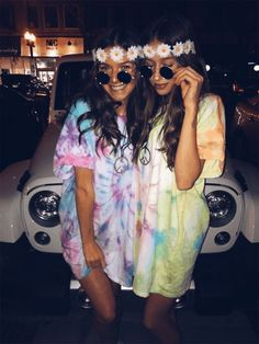 Friend Halloween Friend Halloween Costumes college halloween costumes for parties Group costumes are a unique and fun way to celebrate Halloween. Bestie Halloween Costumes to make your friendship Shine Bright - Ethinify hippie costume VSCO Pce & lovee Cute Group Halloween Costumes, Trendy Halloween, Halloween Halloween, Women Halloween, Halloween Parties, Scream Halloween, Diy Costumes, Creative Costumes, Halloween Makeup