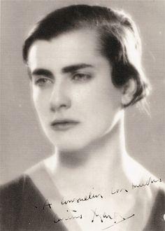 Marga Gil Roësset, escultora.