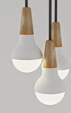 La designer australienne Stephanie Ng a créé Scoop, une suspension en bois et métal inspirée par la forme d'un cône de glace. Les co...