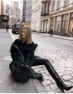Jourdan Sloane slaying in a Apparis Sigerson Morrison and a gorgeous Charlotte Simone Black Women Fashion, Look Fashion, Fashion Beauty, Womens Fashion, Fashion Trends, Fall Fashion, Fashion Vest, 20s Fashion, Fashion Styles