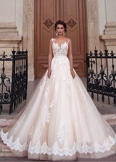 Colour - White or Ivory or champagne. If you are unsure of the style of dress that will suit you - This is the one. This beautiful wedding dress will be. UK Size Chat. • Dress size. • Dress colour. Actual image- YES. | eBay!