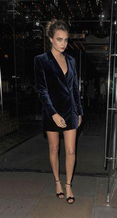 100 best dressed of 2014 - Cara Delevingne in a navy blue velvet blazer dress Cara Delevingne, Star Fashion, Look Fashion, Fashion Trends, Celebrity Dresses, Celebrity Style, Suki, Velvet Fashion, Fashion Catalogue