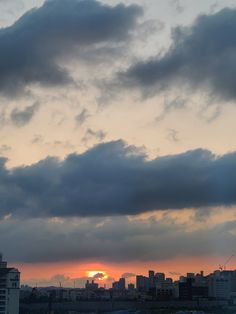 Sky Photos, Good Morning Love, Twitter Update, Aesthetic Backgrounds, Location History, Life Hacks, Clouds, Sunset, Photo And Video