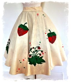 1950s felt novelty circle skirt - I simply must overcome my fear of abject sewing failure and make one of these.
