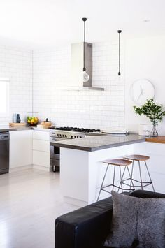 How to build two homes in one beach house. Photography by Chris Warnes/Warnes & Walton. Styling by Natalie Walton. From the August issue of Inside Out magazine. Available from newsagents, Zinio, https://au.zinio.com/magazine/Inside-Out-/pr-500646627/cat-cat1680012#/ Google Play, https://play.google.com/store/newsstand/details/Inside_Out?id=CAowu8qZAQ, Apple's Newsstand, https://itunes.apple.com/au/app/inside-out/id604734331?mt=8&ign-mpt=uo%3D4, and Nook.