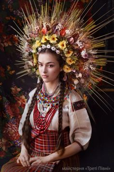 Slavic workshop Treti Pivni has recently created an amazing new series of portraits featuring women and children wearing traditional Ukrainian headdresses. Floral Headdress, Bridal Crown, Folk Costume, Fairy Costumes, Folklore, World Cultures, Traditional Dresses, Traditional Wedding, Belle Photo