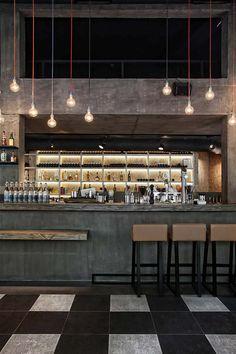 great lighting and foot rail: Musique_Cafe_Bar Café Bar, Design Café, Cafe Design, Deco Restaurant, Restaurant Design, Vintage Restaurant, Restaurant Lighting, Design Hotel, Commercial Design