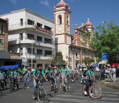 Pollution levels in Bolivia plummet on nationwide car-free day Free Day, Latin America, Bolivia, Physical Activities, Sustainability, Street View, Community, Cyclists, Country