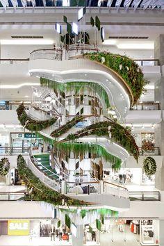 รีโนเวต บันไดวนเก่าในศูนย์การค้า เซ็นทรัลพลาซา บางนา ให้กลายเป็น Installation Art ที่เป็นจุดนัดพบแห่งใหม่ใจกลางศูนย์การค้าแห่งนี้ Shopping Mall, Tree Of Life, Marina Bay Sands, Fair Grounds, Building, Design, Shopping Center, Buildings