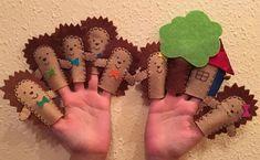 Laura Kosztyu Szeretek kreatív dolgokat készíteni a gyerekeknek és nincs is annál jobb érzés, amikor látom a csillogó szemeken, hogy mennyire élvezik és tetszenek amikkel készülök nekik. Ujjbábok: azokat a meséket készítettem el amiket nagyon szeretnek a gyerekek a bölcsiben. Sün Balázs
