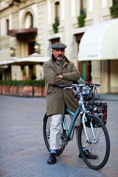 On the Street….Cycle Style, Florence « The Sartorialist Italian People, Italian Men, Italian Style, Just Beautiful Men, Sartorialist, Sharp Dressed Man, Bicycle Design, Men Street, Florence Italy