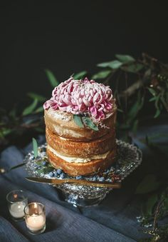 Naked wedding cake with gorgeous flowers
