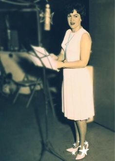 """On This Day in Patsy Recorded: """"South of the Border"""" """"Walkin' After Midnight"""" (remake*) """"Strange"""" """"You're Stronger Than Me""""! Country Western Singers, Country Music Artists, Country Music Stars, Country Girls, Patsy Cline, Songs To Sing, Hillbilly, That's Entertainment, Female Singers"""