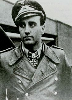 ✠ Heinz-Wolfgang Schnaufer (16 February 1922 - 15 July 1950) RK 31.12.1943 Oberleutnant Staffelführer 12./NJG 1 24.06.1944 [507. EL] Hauptmann Kdr IV./NJG 1 03.08.1944 [84. Sw] Hauptmann Kdr IV./NJG 1 16.10.1944 [21. Br] Hauptmann Kdr IV./NJG 1 Killed in a road accident.