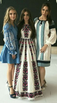Pinned for the white dress Mexican Fashion, Folk Fashion, Womens Fashion, Abaya Fashion, Fashion Dresses, Pretty Dresses, Beautiful Dresses, Ethno Style, Mode Boho