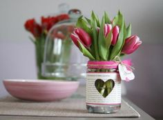 Table decoration with tulips - festive table decoration ideas with Frühlig .- Tischdeko mit Tulpen – festliche Tischdeko Ideen mit Frühligsblumen floral arrangements make table decorations with tulips - Spring Decoration, Decoration Table, Vases Decor, Centerpieces, Diy Crafts To Do, Deco Floral, Mason Jar Crafts, Glass Jars, Spring Flowers