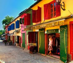 Colorful buildings and shops in Szentendre, Hungary (by Daniel Øyan