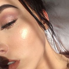 "661 Likes, 14 Comments - Makeup Lover (@facefleeky) on Instagram: ""When the sun light catches your glow ✨ I used @beccacosmetics 'champagne pop' highlighter…"""