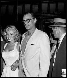 """1er Août 1957 / (PART II) Marilyn accompagnée d'Arthur MILLER sort du """"Doctors Hospital"""" où elle a été admise pendant dix jours pour une fausse couche ; le couple repart en ambulance à Amagansett, dans la propriété de MILLER afin de se reposer le restant de l'été. Le plus terrible dans l'histoire, c'est que Marilyn a toujours voulu avoir des enfants, ce qui ne sera pas le cas, elle subira hélas plusieurs fausses couches. (Lettre de réponse à un fan, Mr POPLAWSKI, après sa fausse couche du…"""