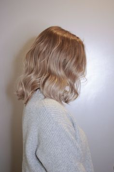 blond haarfarbe Bronze bronde - - What To Include In The Wedding Reception Cont Champagne Blonde Hair, Blonde Hair Looks, Cool Toned Blonde Hair, Beige Blonde Hair, Honey Blonde Hair, Peach Hair, Strawberry Blonde Hair, Hair Makeup, Clown Makeup