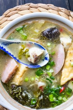 Looking for a recipe to bring back the warmth and stir the soul? Try this Chinese Fish Soup! It's got wonderful bold and homey flavours! Chinese Fish Soup Recipe, Asian Seafood Recipe, Seafood Recipes, Asian Recipes, Soup Recipes, Ethnic Recipes, Fish Head Soup, Pickled Mustard Greens, Chinese Dinner