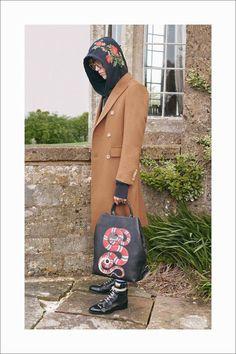Alesandro Michelle presenta la Gucci Resort 2017 Collection con muchos estampados vintage