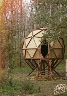 30 Geodesic Dome Ideas for Greenhouse, Chicken Coops, Escape Pods, etc.You can find Geodesic dome and more on our Geodesic Dome Ide. Eco Pods, Geodesic Dome Homes, Geodesic Dome Greenhouse, Greenhouse Ideas, Cabin Tent, Dome House, Building A Shed, Green Building, Building Design