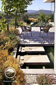 Dekoratívny záhradný bazén