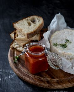 Yhteistyössä Suomen Sokeri    Tiesitkö, että tomaattihillon teko on näin helppoa: kaikki ainekset uuniin, tunnin tirsat sohvalla ja h...