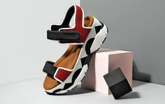 Shop the Official Sandal of Summer Me Too Shoes, Shoe Boots, Shoes Sandals, Jelly Shoes Outfit, Sneakers Fashion, Fashion Shoes, Shoes 2018, Flatform, Summer Shoes