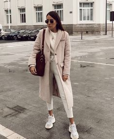 New York is treating us well with this warm spring weather and I decided to share 5 spring fashion trends 2019 everyone can wear. Street Style Outfits, Mode Outfits, Stylish Outfits, Fashion Outfits, Womens Fashion, Fashion Tips, Outfit Essentials, Fall Winter Outfits, Autumn Winter Fashion