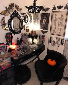 33 awesome halloween home decoration ideas moon wall hanging gothic tapestry black gothic home decor half moon Dark Home Decor, Goth Home Decor, Creepy Home Decor, Spooky Decor, Home Decoration, Gothic Room, Gothic House, Halloween Room Decor, Halloween Decorations
