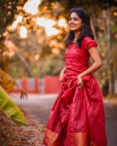 Indian Fancy Dress, Dress Indian Style, Indian Bridal Fashion, Indian Fashion Dresses, Saree Hairstyles, Indian Photoshoot, Indian Girls Images, Cute Girl Poses, Beautiful Girl Image