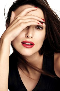 Keira Knightley - Chanel Rouge Coco Lipstick Photoshoot Keira Knightley Style, Outfits and Clothes. Keira Knightley Chanel, Kira Knightley, Keira Christina Knightley, No Make Up Make Up Look, Chanel Rouge, Gorgeous Women, Beautiful People, Soft Make-up, Elisabeth I