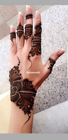 Searching for stylish mehndi designs for the party that look gorgeous? Stylish Mehndi Design is the best mehndi design for any func. Finger Henna Designs, Mehndi Designs For Girls, Simple Arabic Mehndi Designs, Henna Art Designs, Mehndi Designs For Beginners, Mehndi Designs 2018, Mehndi Designs For Fingers, Stylish Mehndi Designs, Mehndi Design Photos
