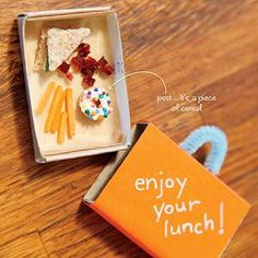 This upcoming April Fools Day, why don't you treat your kid to a hilarious micro meal? When packing their lunch on April make them a teeny tiny sandwich, donut, carrots, and raisins! Pranks For Kids, Good Pranks, Pranks Ideas, April Fools Kids, Funny April Fools Pranks, Funny Pranks, Funny Memes, Boite A Lunch