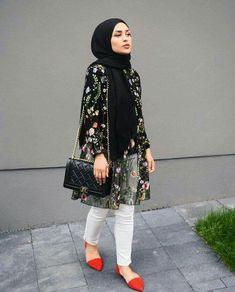 Pin by lara zawdeh on hijab outfit in 2019 lenços, look perf Islamic Fashion, Muslim Fashion, Modest Fashion, Fashion Dresses, Hijab Fashionista, Casual Hijab Outfit, Hijab Chic, Ootd Hijab, Mode Abaya