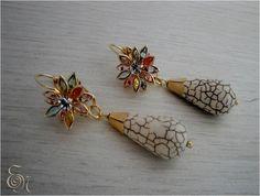 Brinco semi joia flor com cristais e pedra gota de turquesa
