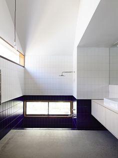 rob kennon architects datum house in melbourne Australian Architecture, Contemporary Architecture, Interior Architecture, Melbourne, Interior Styling, Interior Design, House Roof, Gable House, Gable Roof