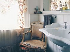 French Decor for Bathroom Lovely French Country Bathroom Country Style Bathrooms, Country Baths, Country Style Homes, Home Depot Bathroom Tile, Black Bathroom Decor, Bathroom Accessories, Bathroom Ideas, French Country Cottage, French Country Style