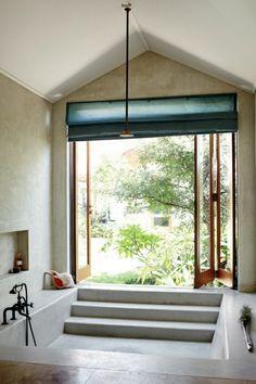 Wohnideen Traumbad Tür Badewanne modern